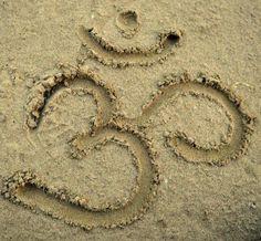 Med·i·ta·tion Temp·ta·tion- Inner, outer peace through yoga, food, and meditation. Om Mantra, Life Mantra, Om Shanti Om, Sup Yoga, Yoga Dance, Mind Body Soul, Yoga Retreat, Yoga Meditation, Asana