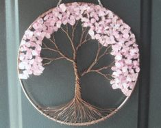 Cherry Tree Wire Baum des Lebens Wandbehang von HomeBabyCrafts, Cherry Tree Wire Tree of Life Wall Hanging by HomeBabyCrafts, hanging Bead Crafts, Diy And Crafts, Construction Paper Flowers, Wire Tree Sculpture, Large Paper Flowers, Wire Trees, Creation Deco, Paper Flower Tutorial, Embroidery Hoop Art