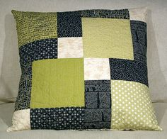 Sewing Pillows Use this popular bolck as base for your cushion project Learn this block and use it and a bigger project You will learn how to cut your Sewing Pillows, Diy Pillows, Decorative Pillows, Cushions, Pillow Ideas, Patchwork Cushion, Quilted Pillow, Patch Quilt, Quilt Blocks