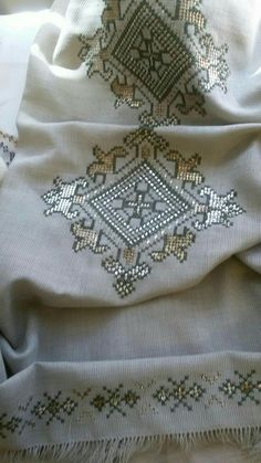 It is a good Cross-Stitch towel example with bright gray. Kurti Embroidery Design, Embroidery Patterns Free, Embroidery Stitches, Hand Embroidery, Crochet Patterns, Just Cross Stitch, Cross Stitch Borders, Cross Stitch Designs, Cross Stitch Patterns