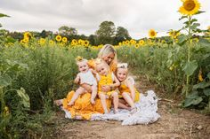 Sussex County, New Jersey's Premiere Newborn and Family Lifestyle Photographer Large Family Poses, Family Picture Poses, Family Picture Outfits, Family Posing, Family Portraits, Family Photos What To Wear, Summer Family Photos, Outdoor Family Photos, Family Pictures