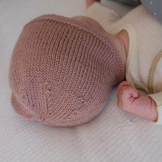 Bluum babylue - gratis strikkeoppskrift - Bluum - Lilly is Love Baby Cardigan Knitting Pattern Free, Baby Knitting Patterns, Free Knitting, Stitch Patterns, Drops Design, Cute Pattern, Crochet Pattern, Crochet Hooks, Knit Crochet