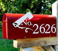 One of our Cricut owners, mayinkzoo94, used vinyl to embellish her mailbox! Great idea!