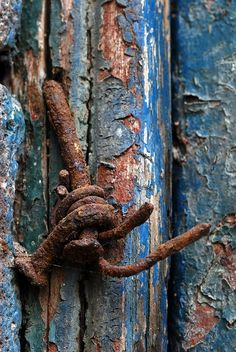 "Rust | さび | Rouille | ржавчина | Ruggine | Herrumbre | Chip | Decay | Metal | Corrosion | Tarnish | Patina | Decay | Abrazo oxidado… (by zyberchema) "" """