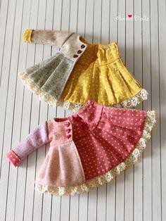 PO Anniedollz Blythe Outfits Woollen Flared Coat by Anniedollz - Girl Doll Clothes, Barbie Clothes, Girl Dolls, Ag Dolls, Moda Barbie, Tilda Toy, Diy Kleidung, Doll Dress Patterns, Doll Wardrobe