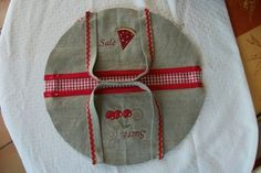 sac à tarte rond 2 Casserole Carrier, Coin Couture, Diy Bags Purses, Grilling Gifts, Fitness Gifts, Happy Socks, Unusual Gifts, Cool Gadgets, Sewing Crafts
