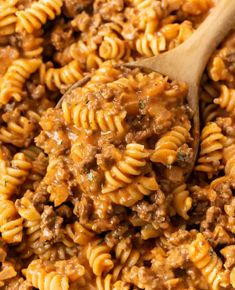 This Ground Beef Pasta recipe is an easy 30 minute meal with a creamy meat sauce that tastes like Italian Hamburger Helper! #familydinner #budgetmealplanning #recipeswithgroundbeef Pasta Recipes, Cooking Recipes, Healthy Recipes, Soup Recipes, Recipes With Rotini Noodles, Dinner Recipes, Macaroni Recipes, Pasta Meals, Macaroni Cheese