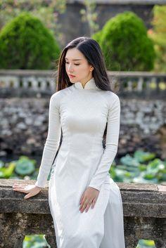 Hoa hậu Việt Nam 2016: Lại ngất ngây với người đẹp Huế - Ngọc Trân trong tà Áo dài trắng - Ảnh 1.