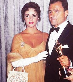 Elizabeth Taylor and Mike Todd at the Academy Awards on March Todd had just won an Oscar for best picture for 'Around the World in 80 days. Hollywood Cinema, Hooray For Hollywood, Old Hollywood Glamour, Golden Age Of Hollywood, Hollywood Stars, Classic Hollywood, Elizabeth Taylor, Mike Todd, British Actresses