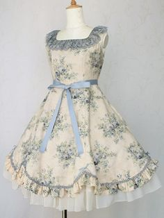 Victorian maiden is one of my favourite Lolita brands, they make beautiful Classic pieces