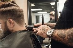 The interest to know more about the issue, just continue reading, you'll find some amazing points of interest in the great haircuts for men. Great Haircuts, Haircuts For Men, Hipster Haircuts, How To Cut Your Own Hair, Your Hair, Best Beard Kit, Beard Kits, How To Fade, Taper Fade Haircut