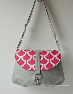 543 The Camellia Cross Body Bag PDF Pattern -ithinksew.com