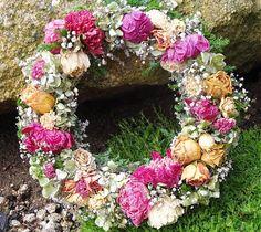 Flowers11 / Věnec plný pivoněk a růží