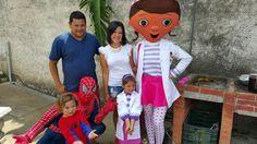 Compartiendo con Spiderman uno de nuestros 87 personajes en VIVO o botanas