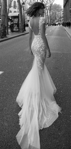 mermaid lace wedding dress/ http://www.deerpearlflowers.com/lace-wedding-dresses-and-gowns/3/
