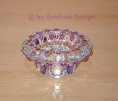 Ein wunderschöner Kerzenständer aus kristallklarem Glas nach eigenen Ideen von mir in liebevoller Handarbeit im eigenen Design in Flieder/Silber-Kristallklar.  http://de.dawanda.com/product/39490754-Funkelnder-Kerzenstaender-aus-Glas-Teelichtglas