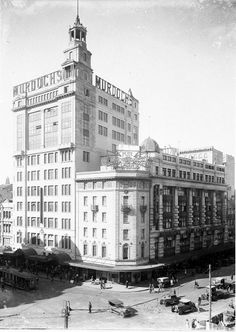 Murdochs Department Store, (later Waltons) 1928-1985 Located opposite Town Hall. The 12storey complex was a feature on the skyline for many years. Its 210ft high stone cupola was designed to mimic the clock tower opposite. It was all pulled down in 1980s to make way for a 100storey Skytower, which never happened and remained a hole for years until 2000 when current Citigroup Tower was erected. http://nla.gov.au/nla.pic-vn3083680