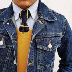 Blue and yellow knit tie, yellow X-Men sweater, denim jacket. Blue and yellow knit tie, yellow X-Men sweater, denim jacket. Denim Jacket Fashion, Denim Jacket Men, Mens Fashion Suits, Denim Outfit, Stylish Men, Men Casual, Bon Look, La Mode Masculine, Knit Tie