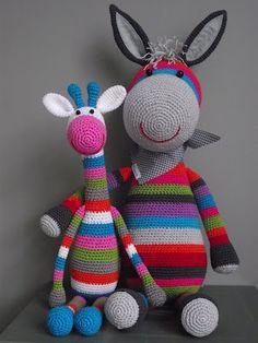 dinsdag 13 maart 2012  Benno de ezel!            Benno de ezel is een nieuw ontworpen beest (en wel 50cm groot als hij zit)  .........en wat een fotomodel!!!  Geplaatst door wilma op 19:35 29 reacties  Labels: haken  donderdag 8 maart 2012