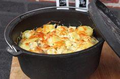 """Heute war uns irgendwie nach Kartoffelgratin aus dem 10er Dutch Oven. Außer den Kartoffeln haben wir dann noch Blumenkohl und etwas Hackfleisch hinzugefügt.Zutaten:""""Ingredients""""]500g festkochende Kartoffeln 500g Blumenkohl frisch 300g Halb und Halb 1 Zwiebel 2 Becher Sahne 1 Pack. Streukäse Salz, Pfeffer, Muskatnuss[directions ..."""
