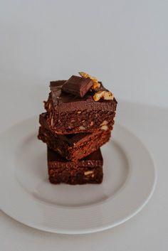 Vegan Sweet Potato Brownies – Smollandhungry Food Processor Uses, Food Processor Recipes, Sweet Potato Brownies, Potato Puree, Coconut Sugar, Almond Flour, Peanut Butter, Easy Meals, Potatoes