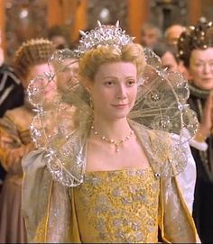 Tudor - Shakespeare in Love - Gwyneth Paltrow as Viola de Lesseps Elizabethan Dress, Elizabethan Fashion, Theatre Costumes, Movie Costumes, Gwyneth Paltrow, Shakespeare Love, Elisabeth I, Renaissance Era, Historical Clothing