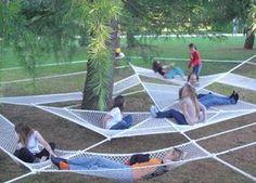 Rede gigante num parque italiano. Ver mais imagens em: http://iliaestudio.blogspot.jp/2012/01/instalacion-en-un-parque-italiano.html