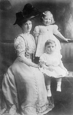 Princess Alice, Countess of Athlone (1883-1981) with her children May and Rupert, circa 1909.