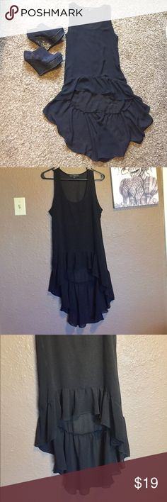 🎁NEW LISTING!🎁 Pretty Hi-Low Top/Dress Worn just a couple times, in excellent condition!! No flaws! Black in color. Looks great with leggings or pants with heels or boots!! 😍❤️ HeartSoul Tops Tank Tops