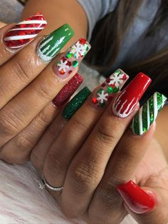 Cute red and green Christmas nails set! Cute red and green Christmas nails set! Chistmas Nails, Cute Christmas Nails, Xmas Nails, Christmas Nail Art Designs, Holiday Nails, Green Christmas, Winter Christmas, Christmas Acrylic Nails, Best Acrylic Nails