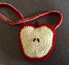 Love these apple shaped bags! made one in red and green!
