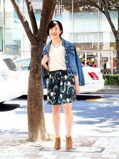 GapJapan│GAPのデニムジャケットコーディネート 【名古屋栄店スタッフ注目コーデ】 首元と袖口に刺繍が入ったTシャツ×総柄スカートでボヘミアン要素をオン。スカートコーデにカジュアルなデニムジャケットでフェミニン度がアップ。 デニムジャケット (Color:インディゴ/¥9,900/ID:425738/着用サイズ:S) Tシャツ (Color:オフホワイト/¥3,600/ID:717388/着用サイズ:S) スカート (Color:フローラル/¥5,900/ID:113528/着用サイズ:XS) その他:参考商品 スタッフ身長:163cm ■名古屋栄店 http://loco.yahoo.co.jp/place/g-aJEmiVcUdc2/ ■オンラインストアはこちら http://www.gap.co.jp ■GapストアスタッフコーデをWEARで見る(Women) http://wear.jp/gapjapan/ ■GapストアスタッフコーデをWEARで見る(Men) http://wear.jp/gapjapanmen/