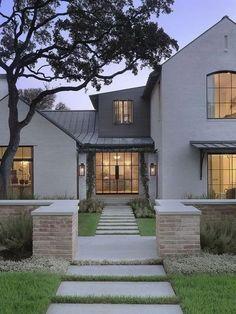 52 fantastic farmhouse exterior design ideas that looks cool 1 Farmhouse Exterior Colors, Modern Exterior, Farmhouse Design, Exterior Design, Exterior Paint, Brick Design, Farmhouse Ideas, Exterior Siding, Dream House Exterior