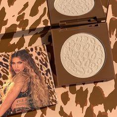 HEAR ME ROAR kylighter 🐆✨ Shop our 30% off sitewide sale now on KylieCosmetics.com 🥰 📸 @makeup.julianna & @kyliejenner Luxury Cosmetics, Makeup Cosmetics, Makeup Inspo, Makeup Art, Kylie Makeup, Kylie Cosmetic, Highlighter Makeup, Lip Kit, Liquid Lipstick