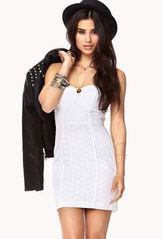 A strapless eyelet dress featuring optional straps. Fold-over sweetheart neckline. Shaped bust wi...