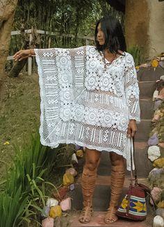 Kaftan vestido/mujer hermoso blanco de Boho del ganchillo mujer Diseños del patrón de flor Ganchillo de la mano Sólo uno en stock!  Medidas: Busto: 56 alrededor (142,24 CM) Cadera: 56 alrededor Longitud: 33,5  Cuidado de: Mano o con máquina de lavar