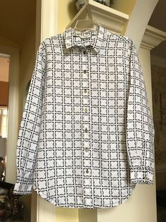 93caaf8d21d56 Liz Claiborne white linen 4 leaf clover shapes in black trim button up top  s XL