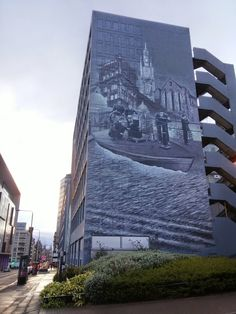 The UK's biggest outdoor mural can be found covering the walls of Strathclyde University in the area around George Street. Known as the 'Wonderwall' it covers more than 1000 square metres and even has its own hashtag #Strathwonderwall. The artwork is a collaboration by local artists Rogue One and Ejek.