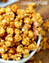 A delicious and easy Homemade Salted Caramel Popcorn recipe is the perfect fall dessert for a Halloween party Homemade Popcorn Recipes, Caramel Corn Recipes, Homemade Carmel Popcorn, Chefs, Cilantro, Pesto, Hummus, Salted Caramel Popcorn, Dinner Recipes