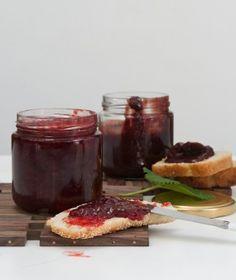 Strawberry jam two ways Frozen Yoghurt, Dessert Sauces, Strawberry Jam, Special Recipes, Greek Recipes, Chutney, Fun Desserts, Jelly, French Toast