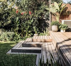 Outdoor Deck Ideas - Get suggestions for turning your deck right into an outdoor hideaway-- because the very best getaway is sometimes in your own backyard. Cool Deck, Diy Deck, Backyard Pergola, Backyard Landscaping, Outdoor Decking, Deck Patio, Pergola Ideas, Back Gardens, Outdoor Gardens