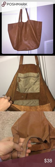 Leather Tote Handbag In great overall condition- as seen in photos! Great as a large purse, work bag or diaper bag!! GAP Bags Totes