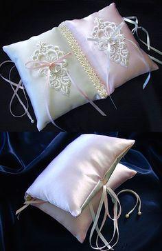 ateliersarah's ring pillow/book pink&white Ring Pillows, Bed Pillows, Cushions, Yellow Wedding, Wedding Day, Wedding Rings, Flower Girl Headbands, Ring Pillow Wedding, Cushion Ring