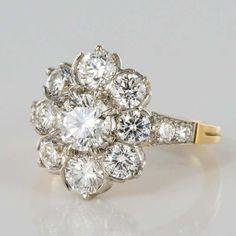 Décor Antique, Antique Rings, Vintage Rings, Antique Jewelry, Vintage Jewelry, Vintage Diamond, Flower Shaped Engagement Ring, Engagement Ring Shapes, Antique Engagement Rings