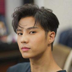 Asian Hair Undercut, Asian Haircut, Asian Men Hairstyle, Undercut Hairstyles, Boy Hairstyles, Medium Hair Cuts, Medium Hair Styles, Long Hair Styles, Bank Thiti