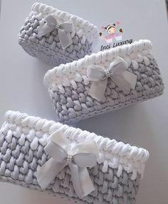 Baby Basket set grey white tshirt yarn with decorative bow Diy Crochet Basket, Crochet Basket Pattern, Knit Basket, Crochet Gifts, Crochet Dolls, Knit Crochet, Crochet Patterns, Braided Rag Rugs, Magazine Crafts