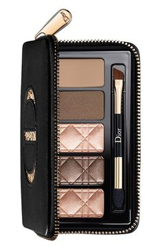 This must-have Total Matte Smoky Palette can be used to recreate the bold and vibrant makeup looks seen on the catwalk.