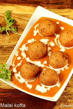 Malai kofta or paneer kofta in creamy delicious spicy gravy. These koftas are made with potatoes and paneer. Serve malai kofta with rice, naan or roti. Veg Recipes, Curry Recipes, Vegetarian Recipes, Cooking Recipes, Recipies, Kofta Recipe Vegetarian, Appetiser Recipes, Aloo Recipes, Paratha Recipes