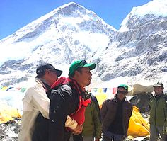 Everett, Nepal No matter where you are, if you have to call it's too late. Everest guides and porters practice clearing an obstructed airway using the Act+Fast Anti Choking Trainer