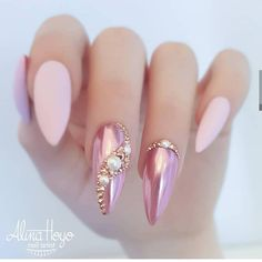 Double Tap If You Like This New Design! Credit By Alina Hoyo Nail Artist Nail Art Ideas Sparkle White Nails Metalic Nails Art Barbie Pink Nails Glitter Pink Nai Soft Pink Nails, Pink Glitter Nails, Metallic Nails, Rhinestone Nails, Bling Nails, Green Nails, Gradient Nails, Rainbow Nails, Pink Bling